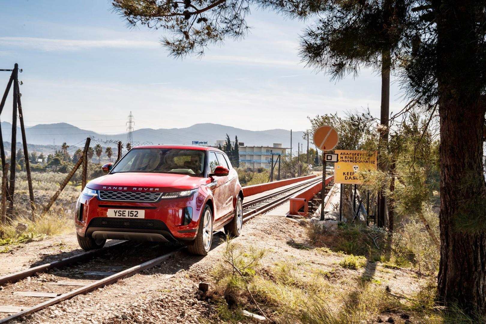 Range Rover Evoque S trein rails