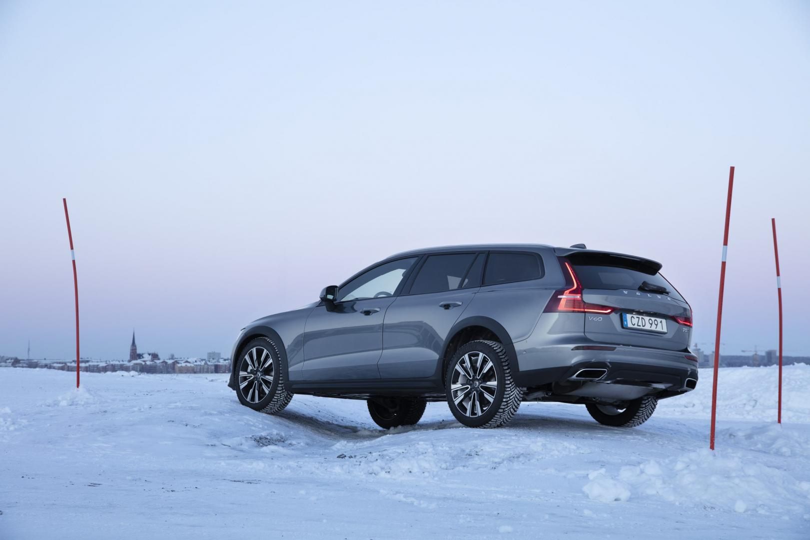 Volvo V60 Cross Country T5 AWD sneeuw