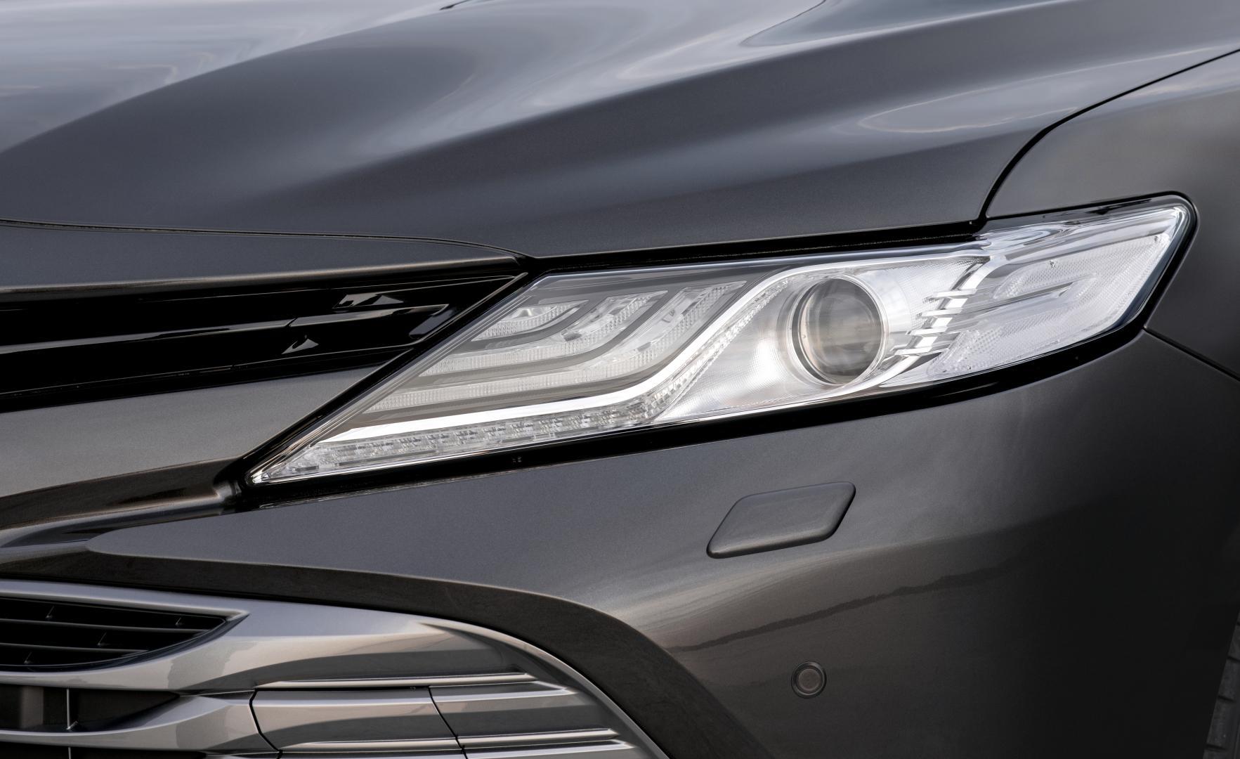 Toyota Camry Hybrid 1e rij-indruk 2019 koplamp