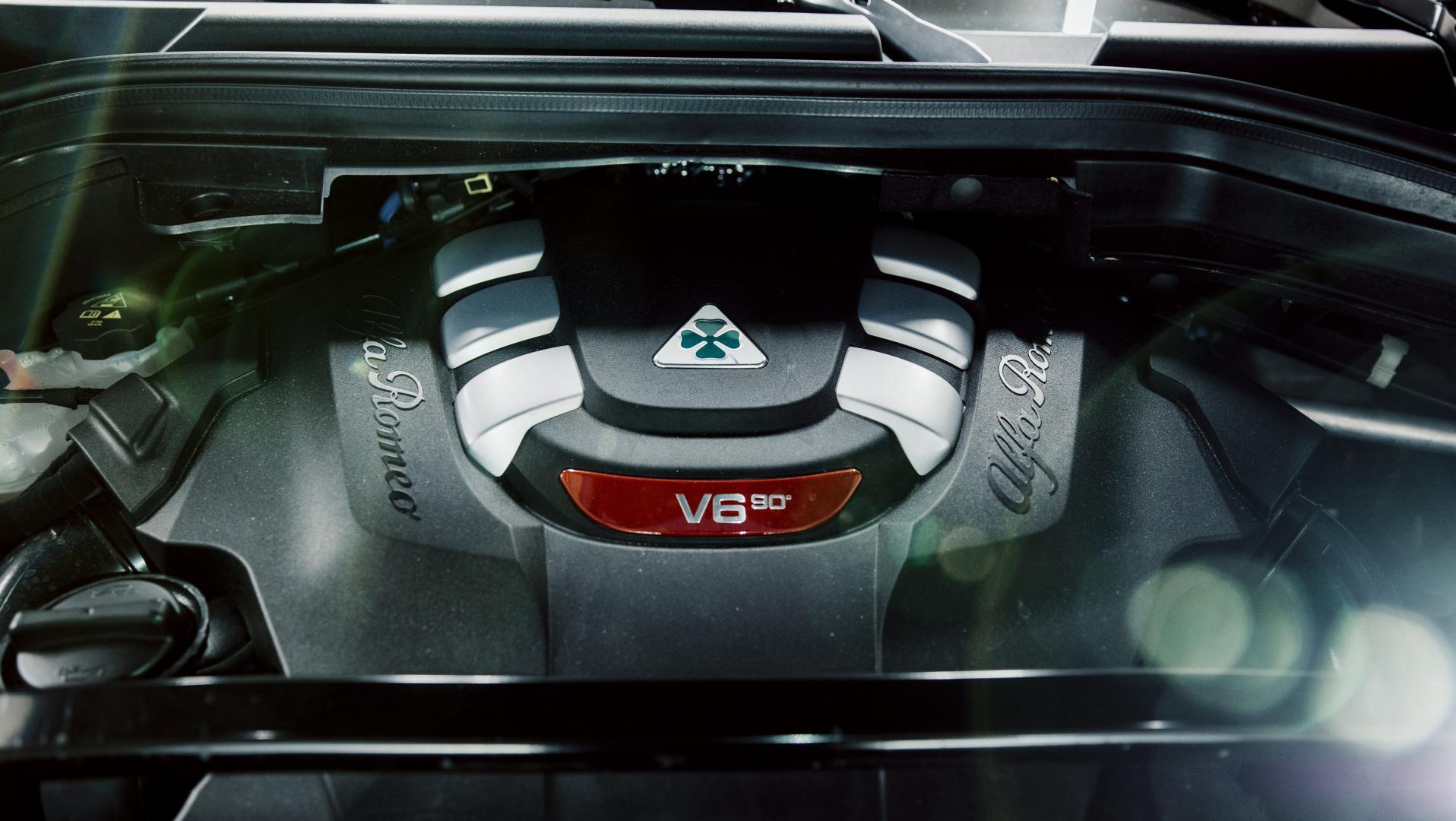Alfa Romeo Stelvio Quadrifoglio detail motor