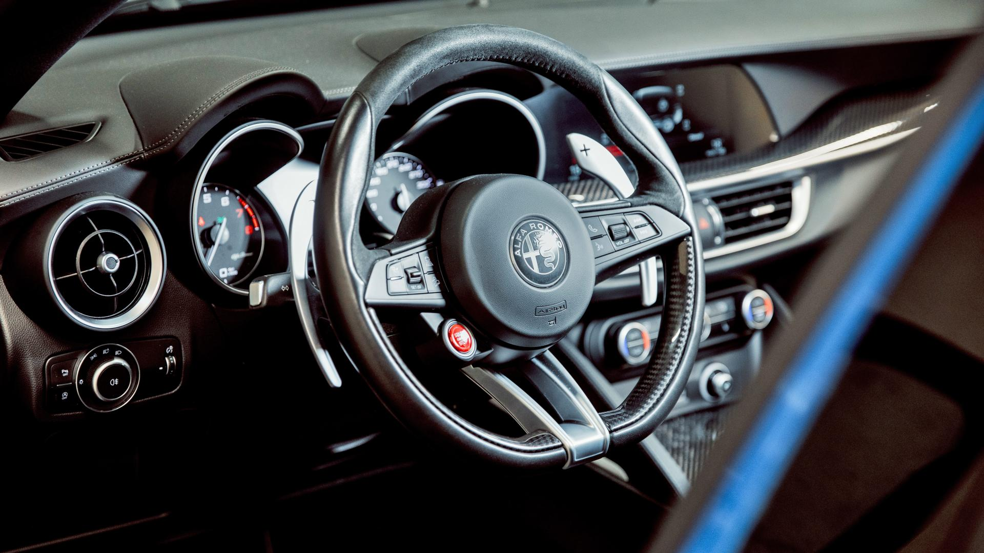 Alfa Romeo Stelvio Quadrifoglio interieur dashboard