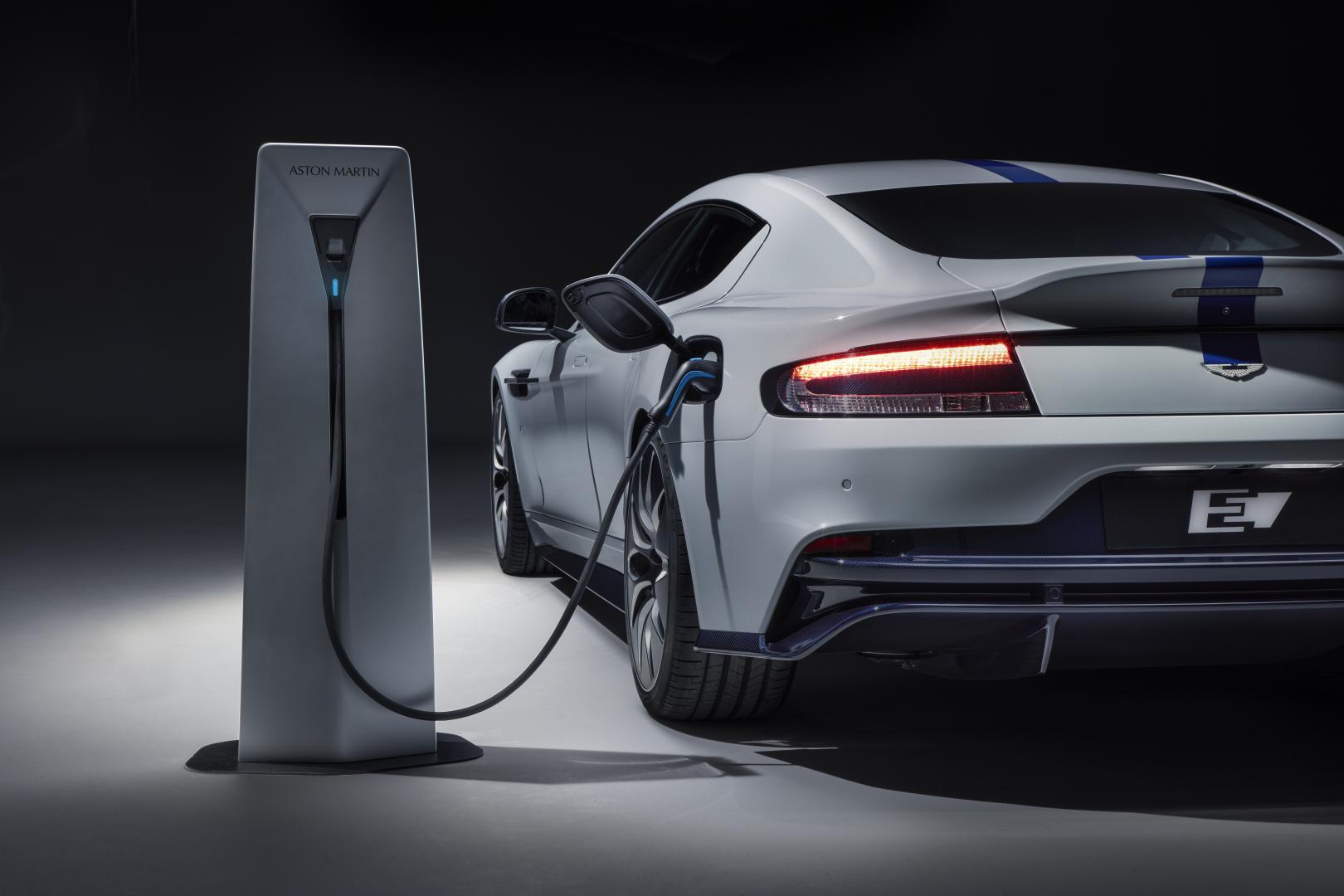 Aston Martin Rapide E laadpaal