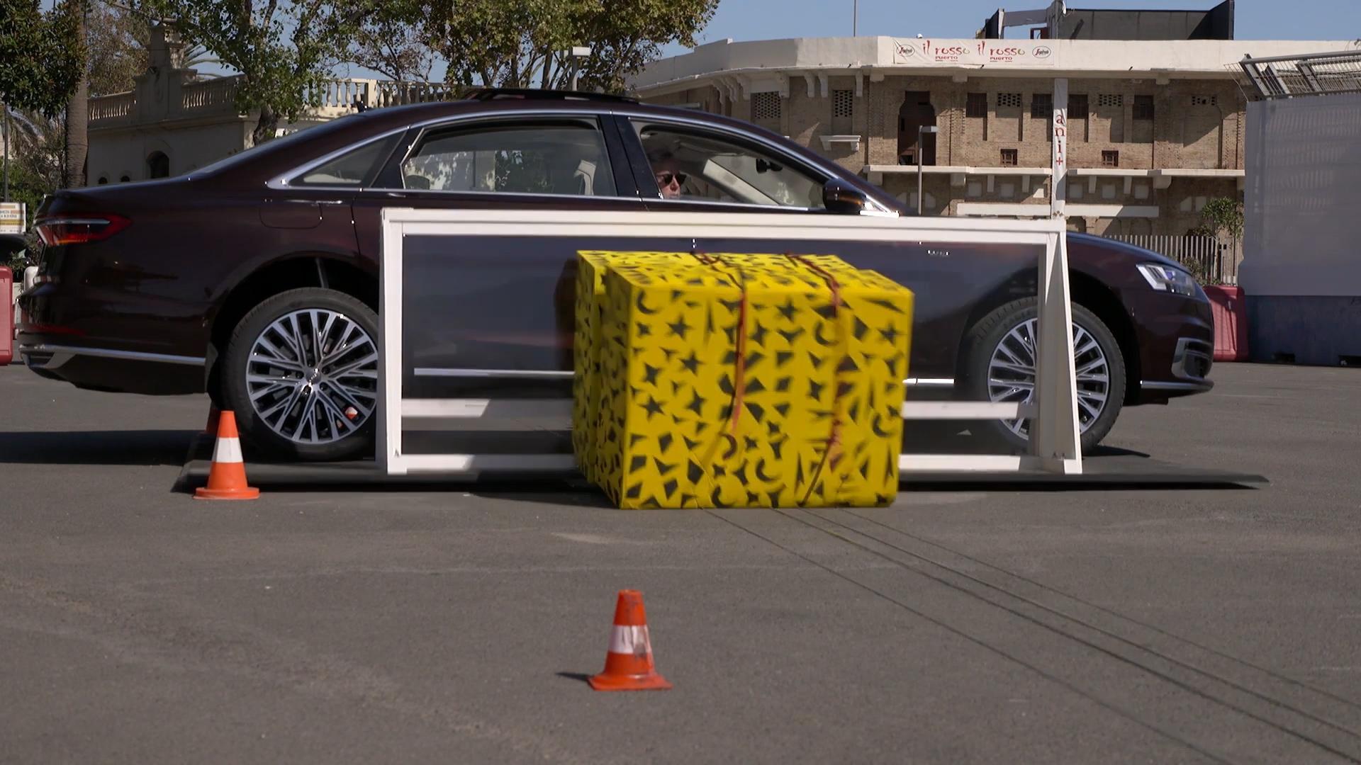 Audi A8 tilt zijn dorpel pre sense