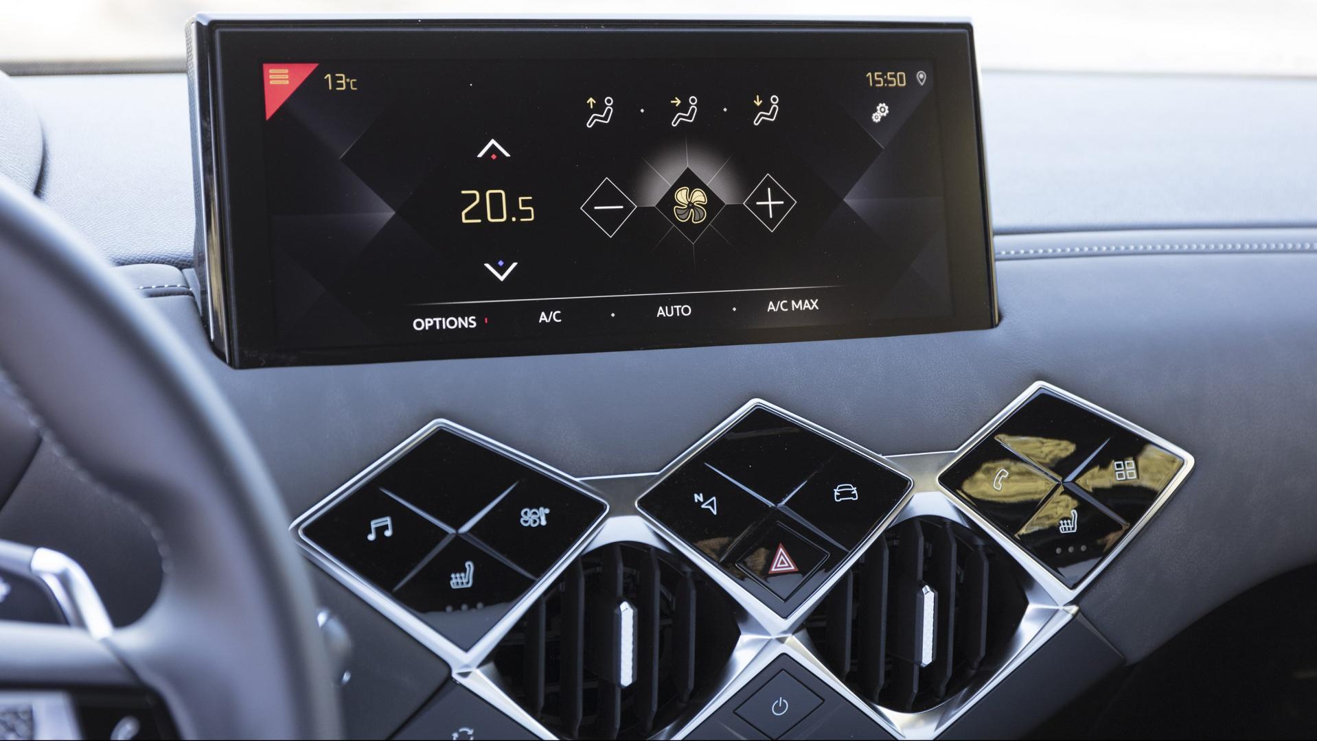 DS 3 Crossback 130 pk Performance Line Plus interieur scherm