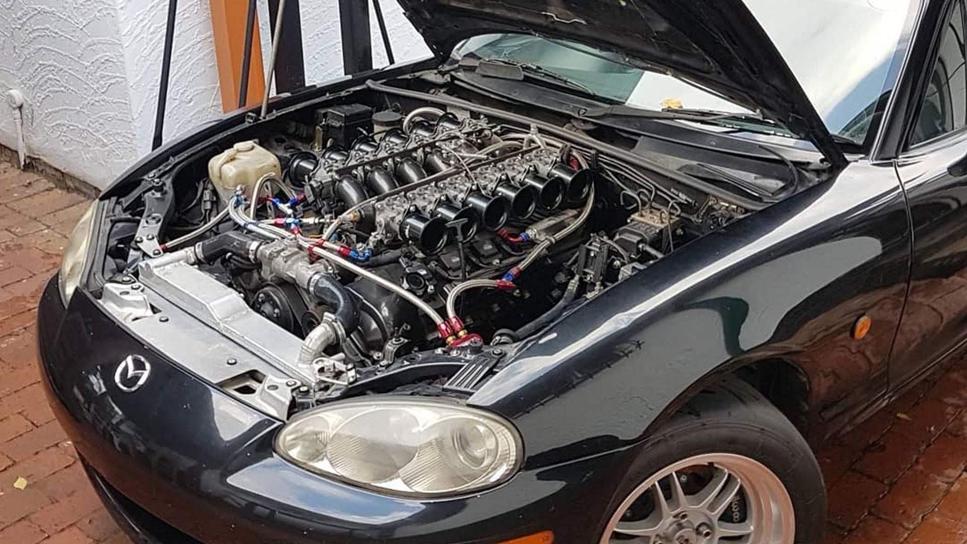 Mazda MX-5 met Toyota Century-V12