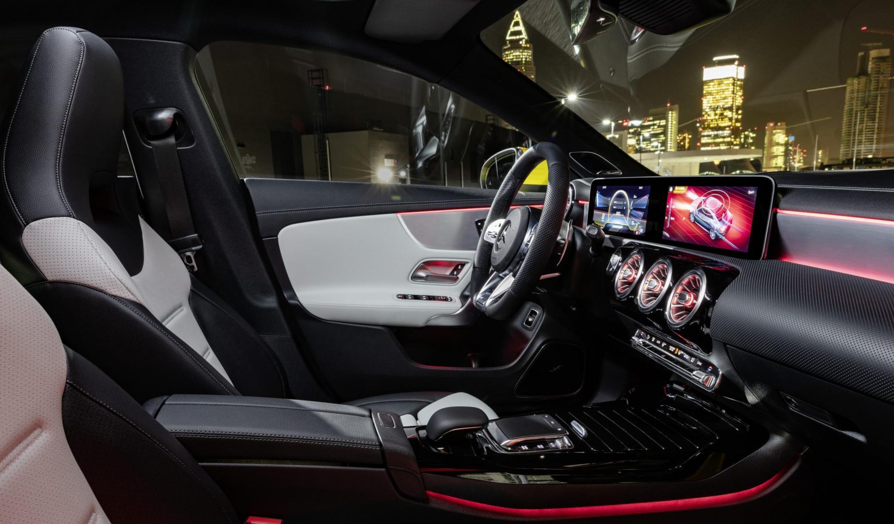 Mercedes-AMG CLA 35 2019 interieur dashboard