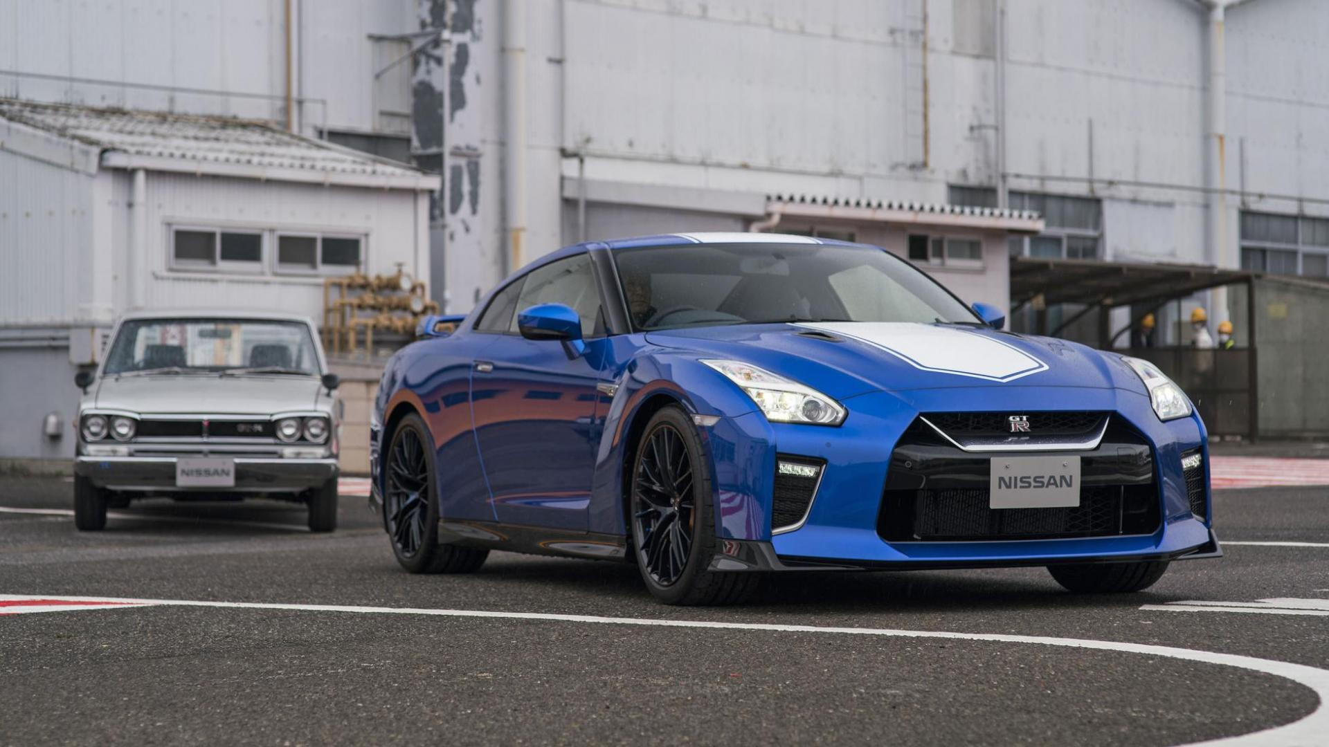 Nissan GT-R Bayside Blue met R32 GT-R en KGC10