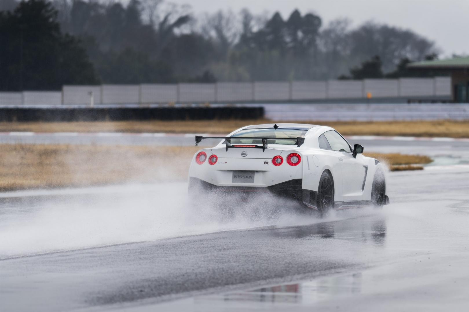 Nissan GT-R Nismo 2020 circuit regen