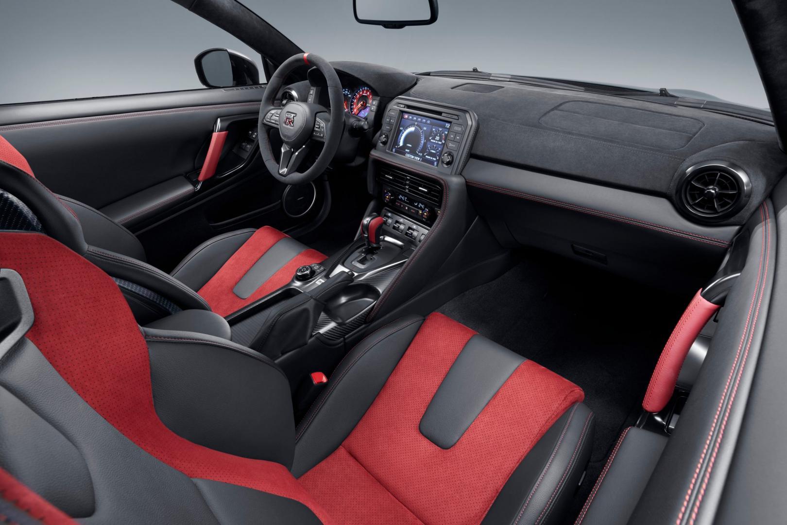 Nissan GT-R Nismo 2020 interieur dashboard