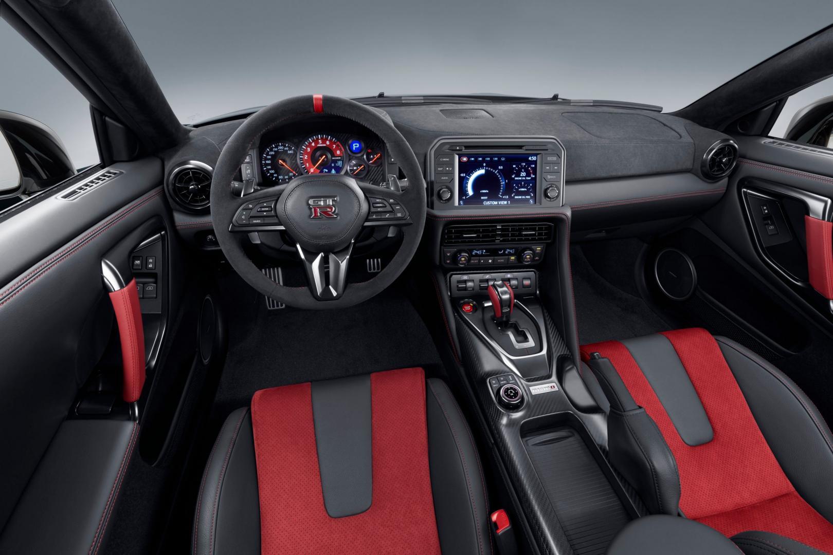 Nissan GT-R Nismo 2020 dashboard
