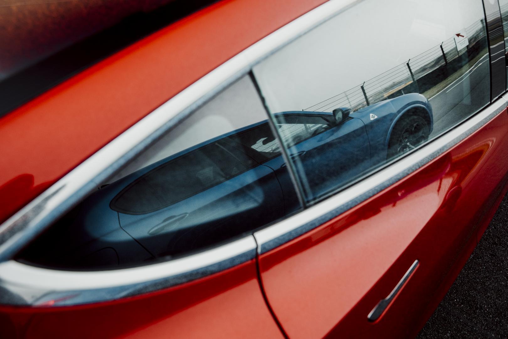 Tesla Model 3 Performance detail raam