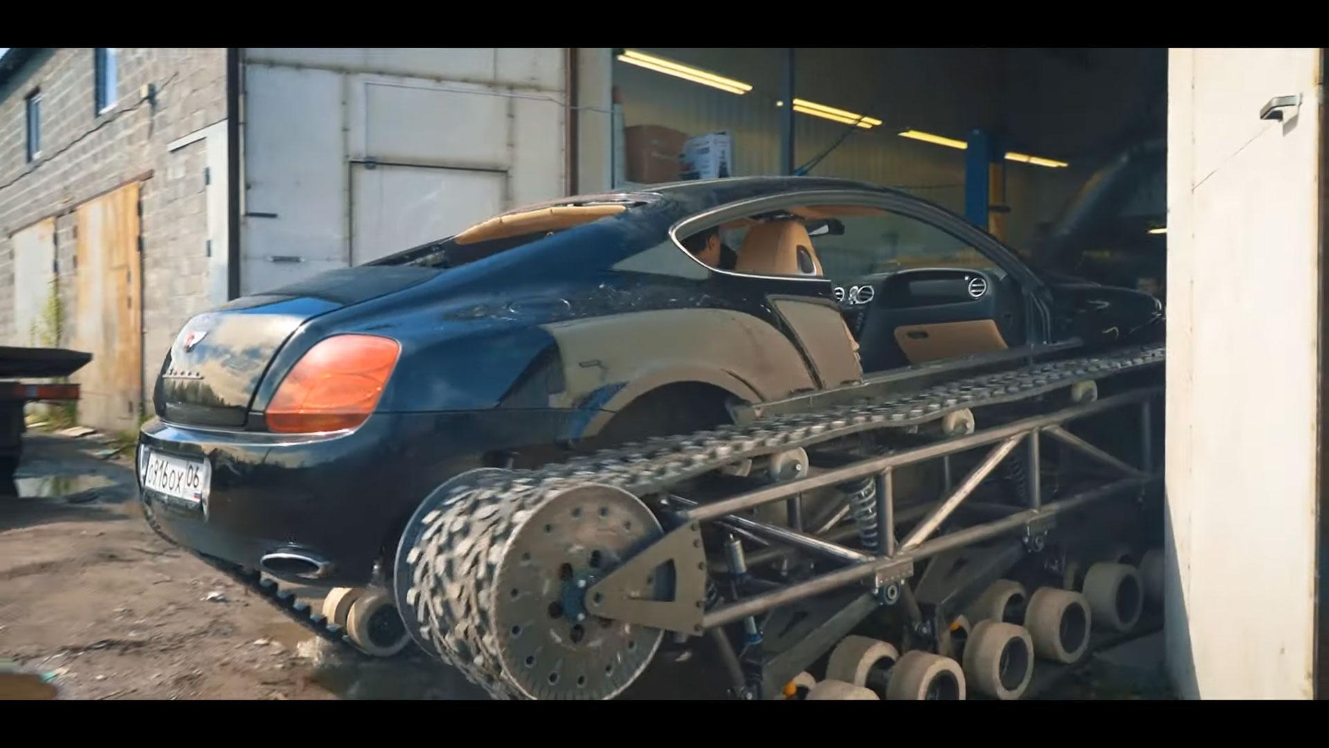 Bentley Continental met rupsbanden