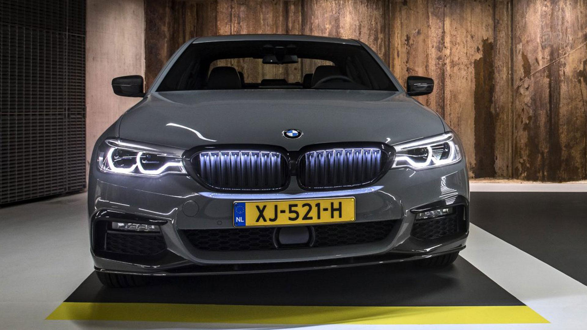 BMW Grille Iconic Glow