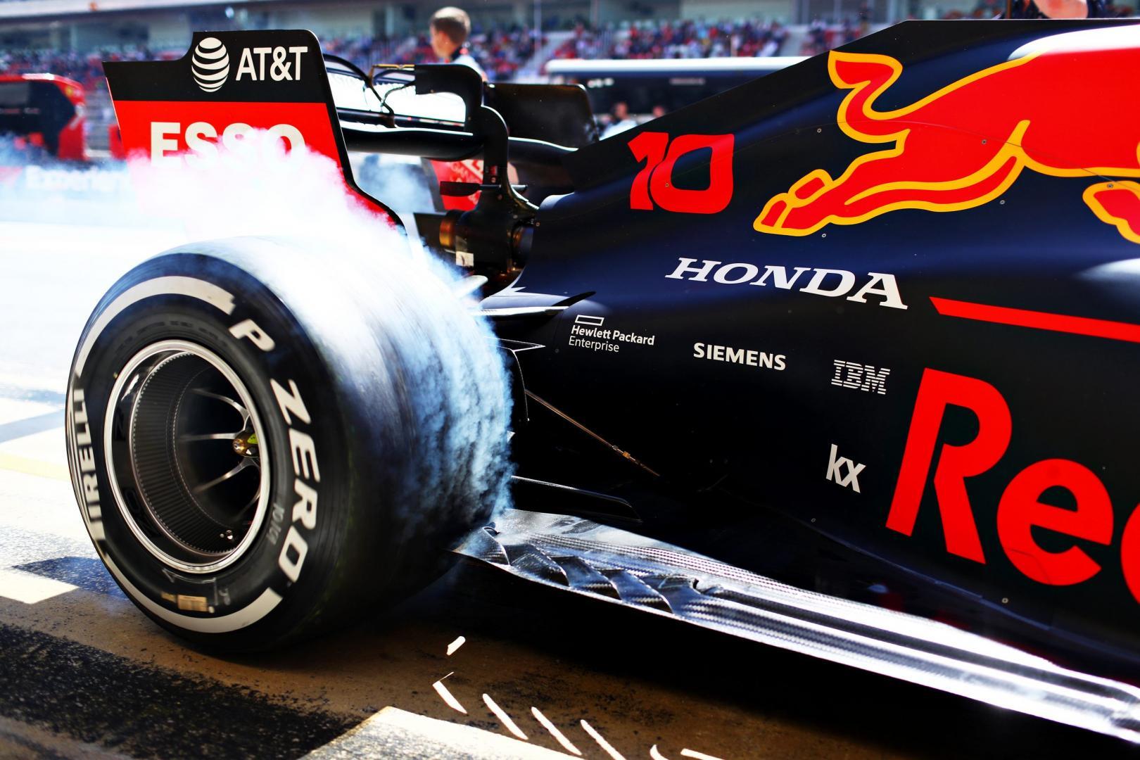 Red Bull Racing RB14 doet burnout tijdens GP van SPanje