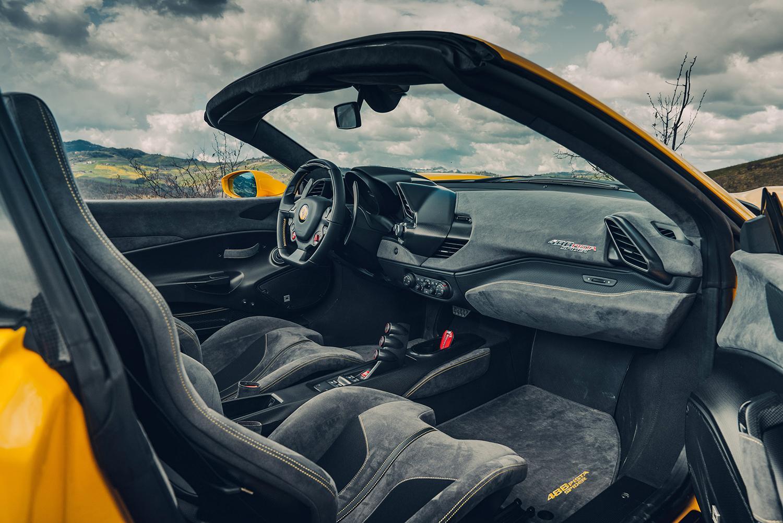 Ferrari 488 Pista Spider interieur