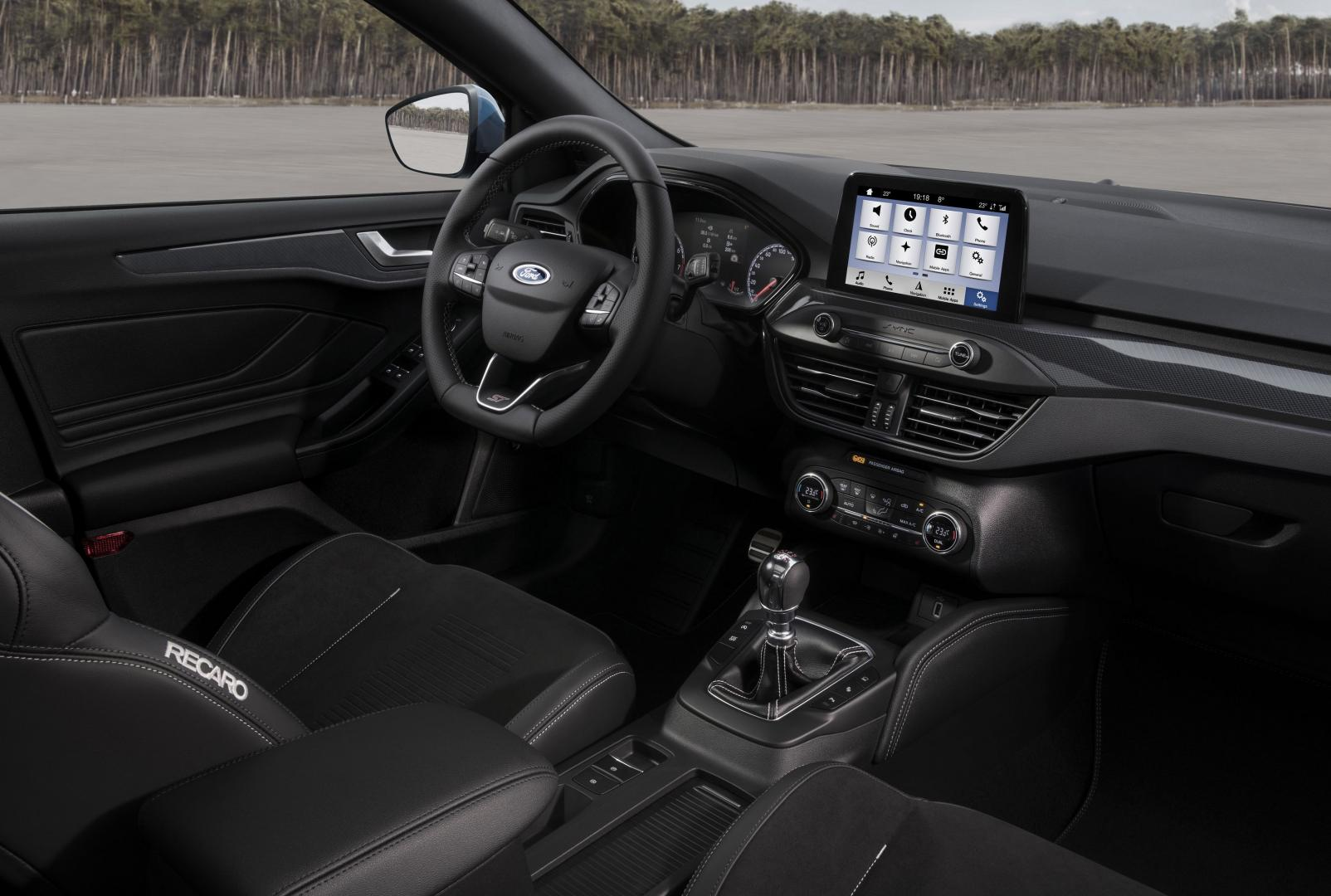 Ford Focus ST Wagon 2019 dashboard navigatie
