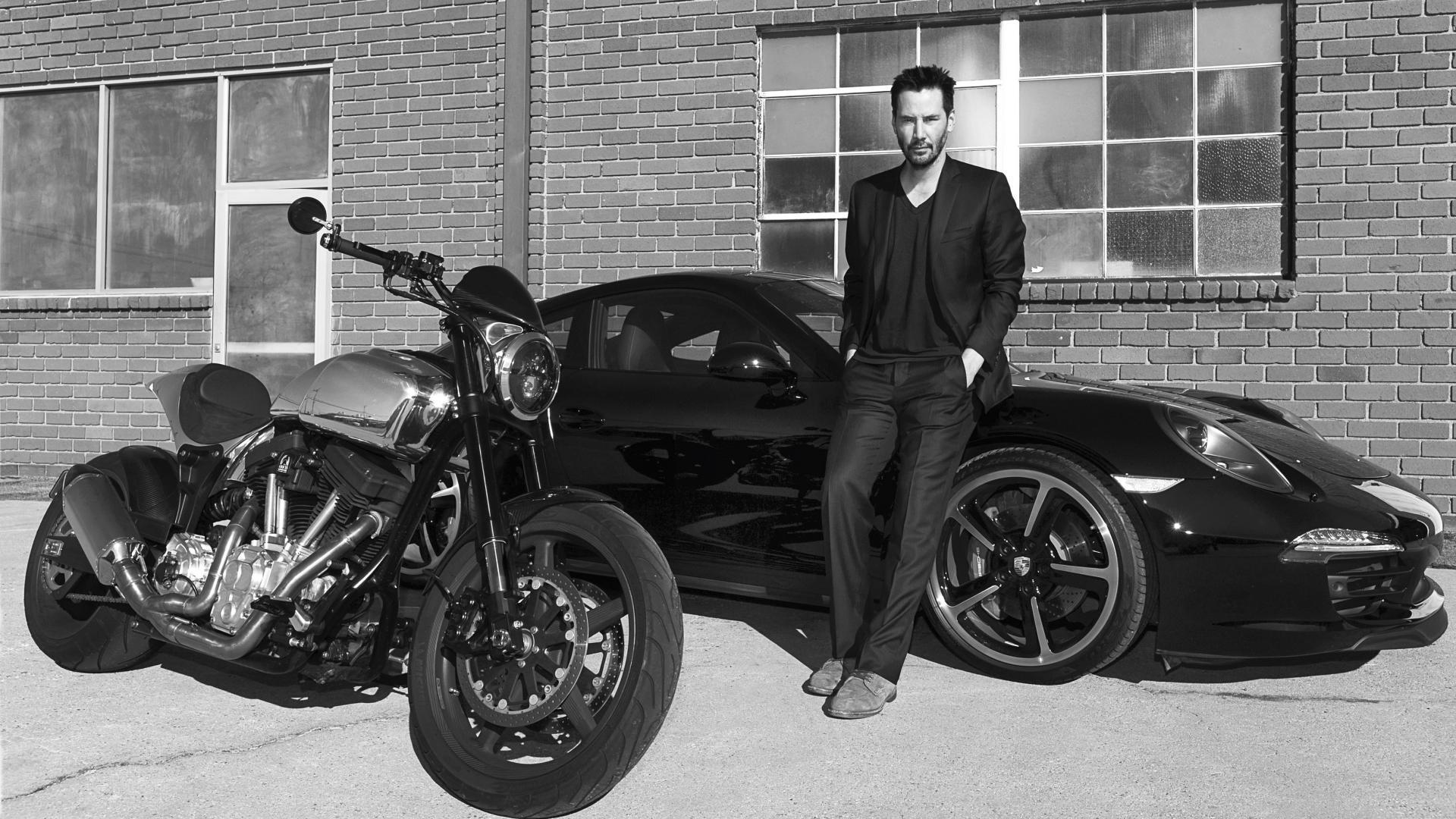 Keanu Reeves bij een Porsche