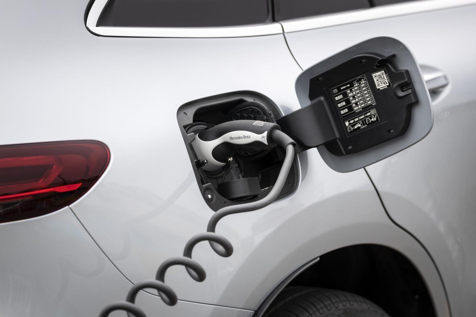 De nieuwe Mercedes-Benz EQC stekker snoer