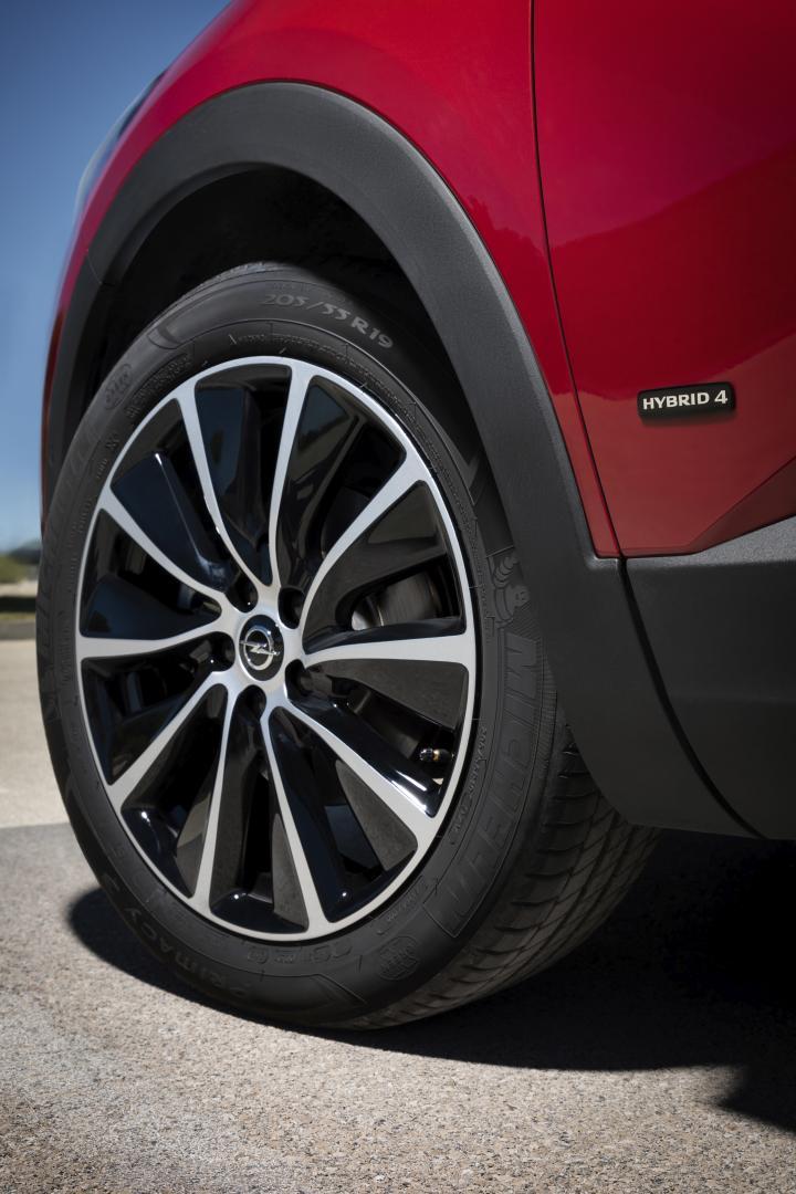 Opel Grandland X Hybrid4 wiel