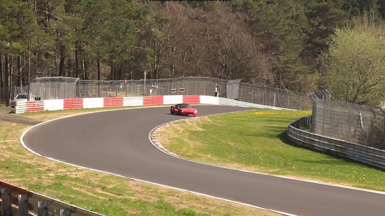 Opel Speedster crasht op de Nurburgring