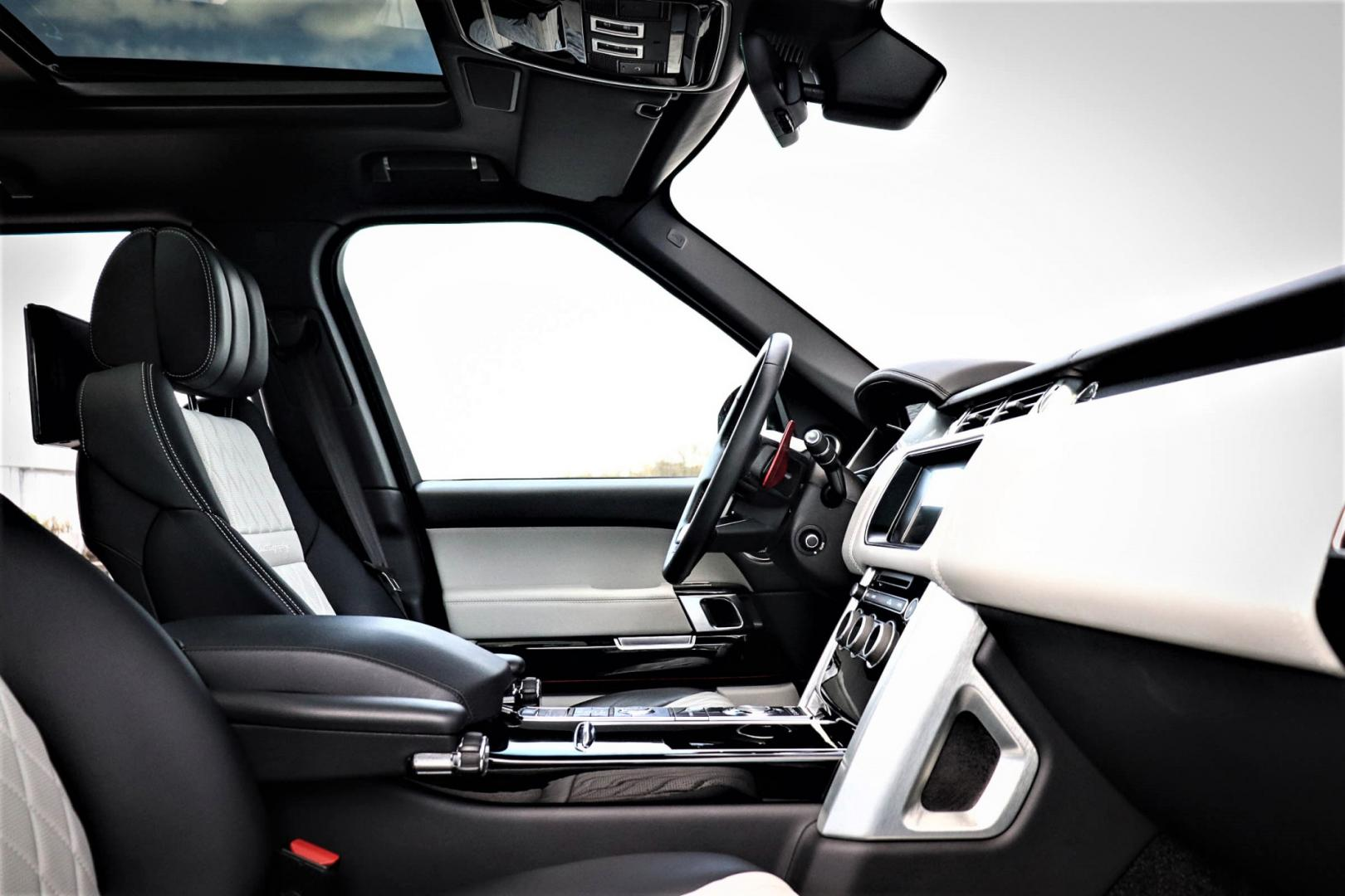 Range Rover in SVO Spectral Blue Ultra interieur