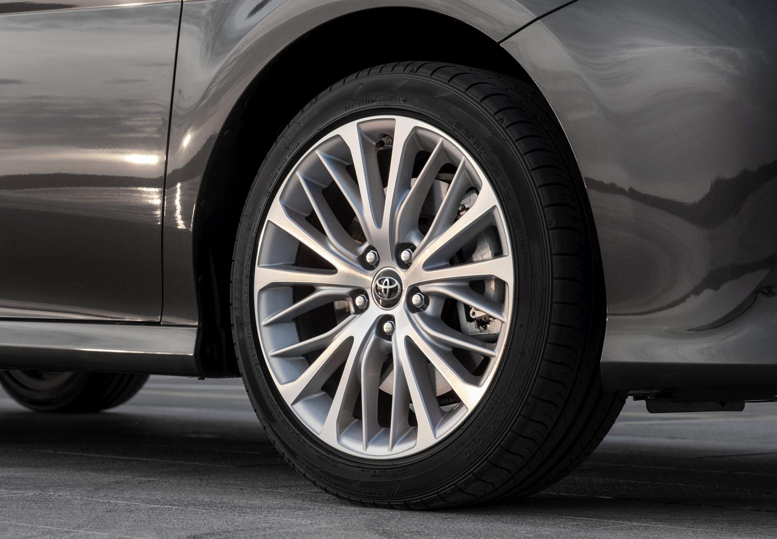 Toyota Camry Hybrid Premium - test 2019 velg wiel
