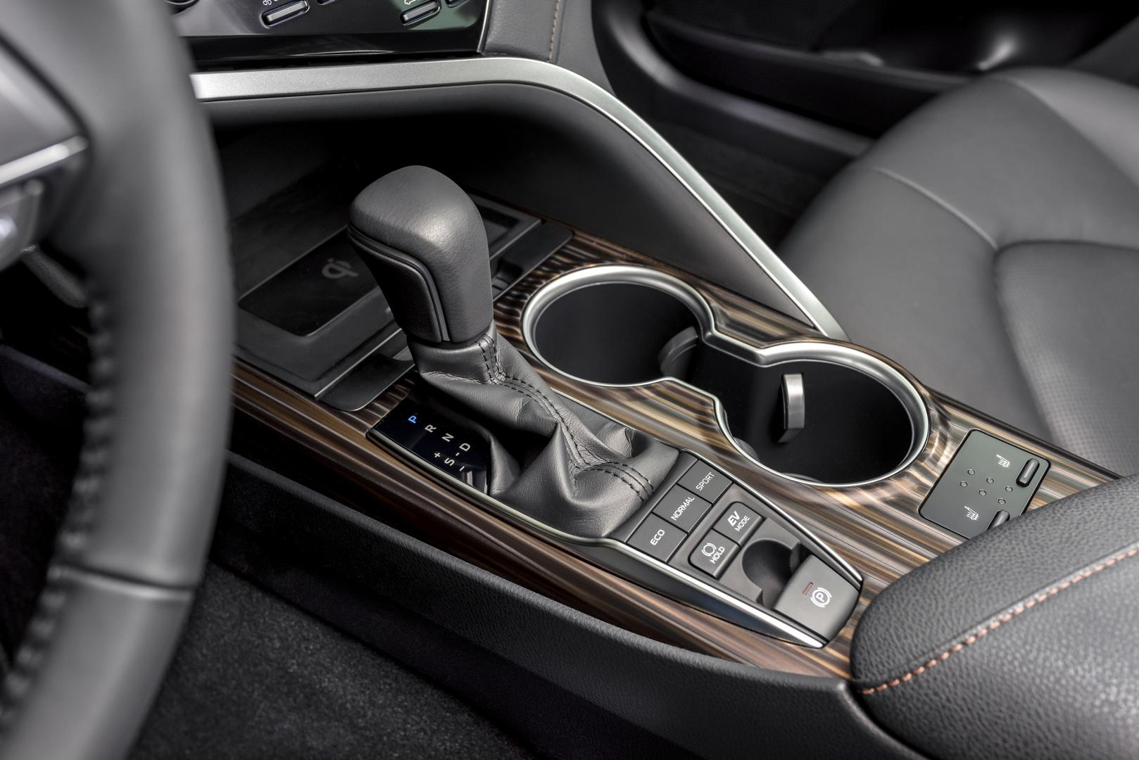 Toyota Camry Hybrid Premium - test 2019 interieur middenconsole pook automaat