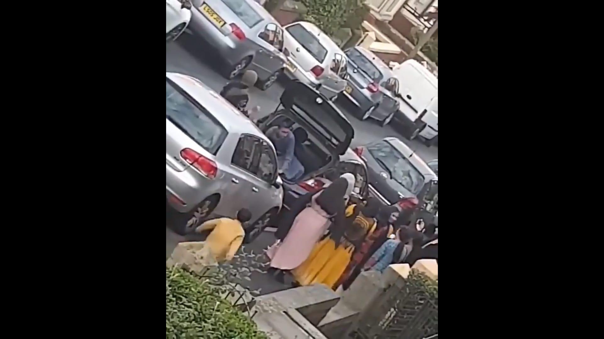 19 mensen in een Opel Corsa