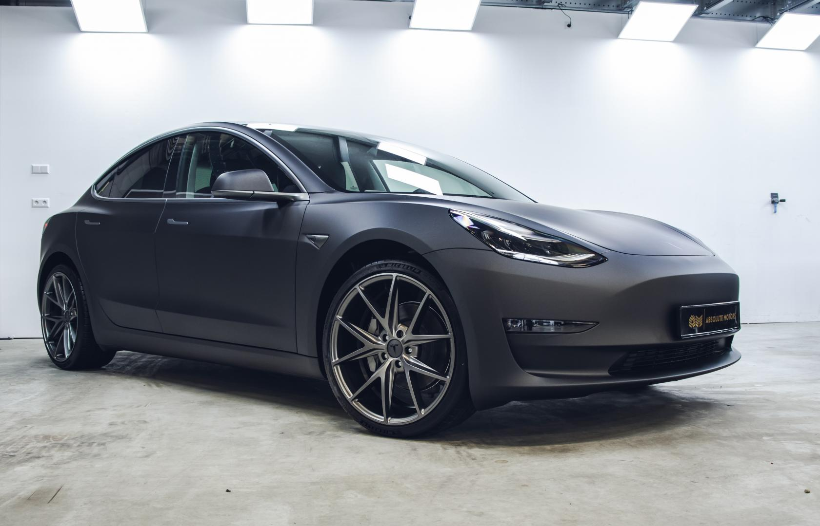 Tesla Model 3 matzwart