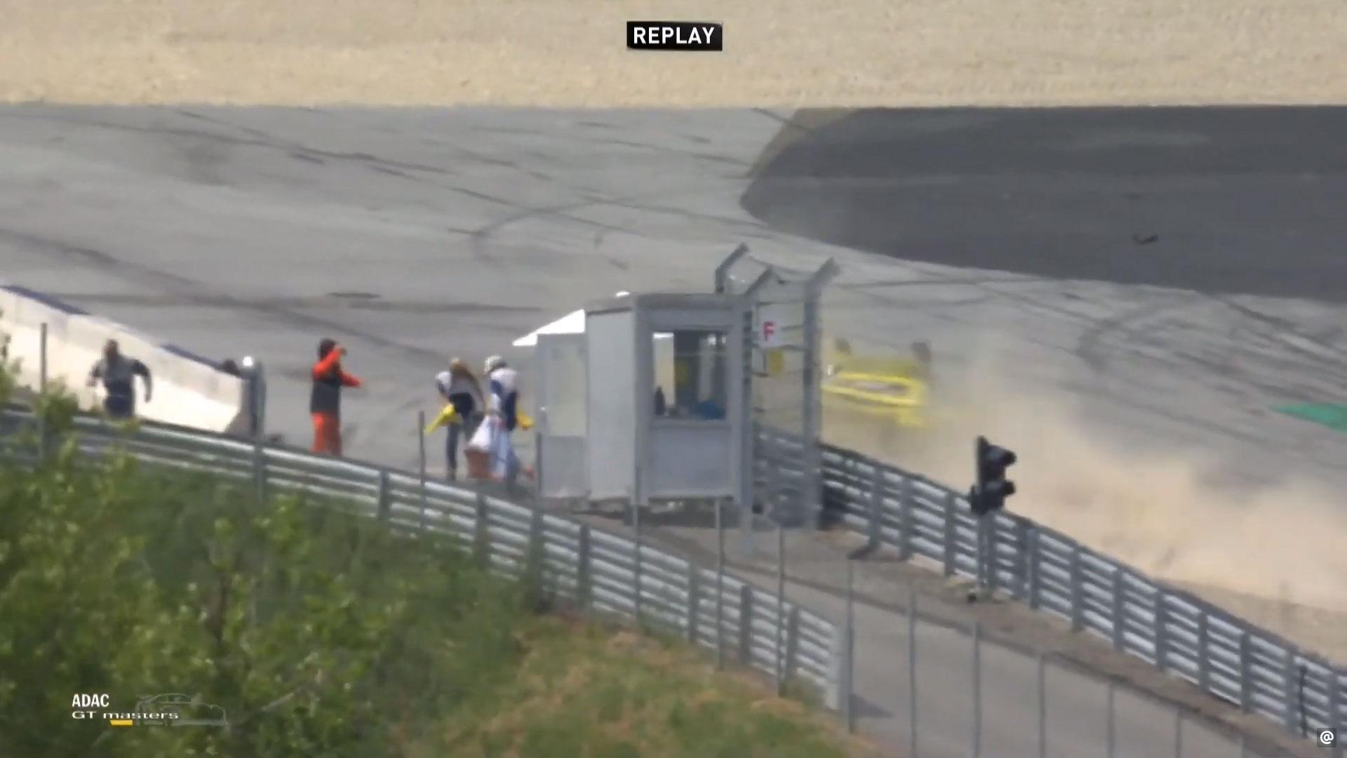 Broer van Vettel crasht met 240 km/u