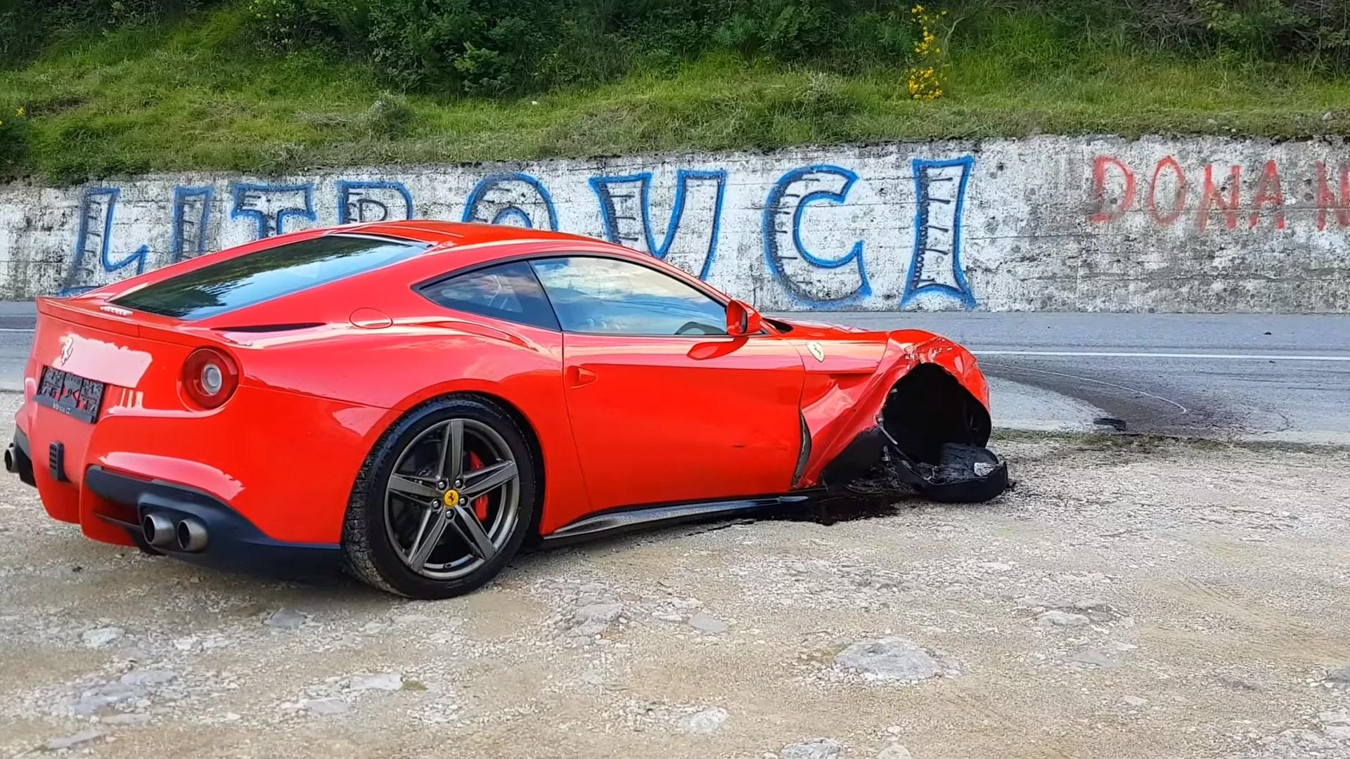 Ferrari F12 Berlinetta crasht