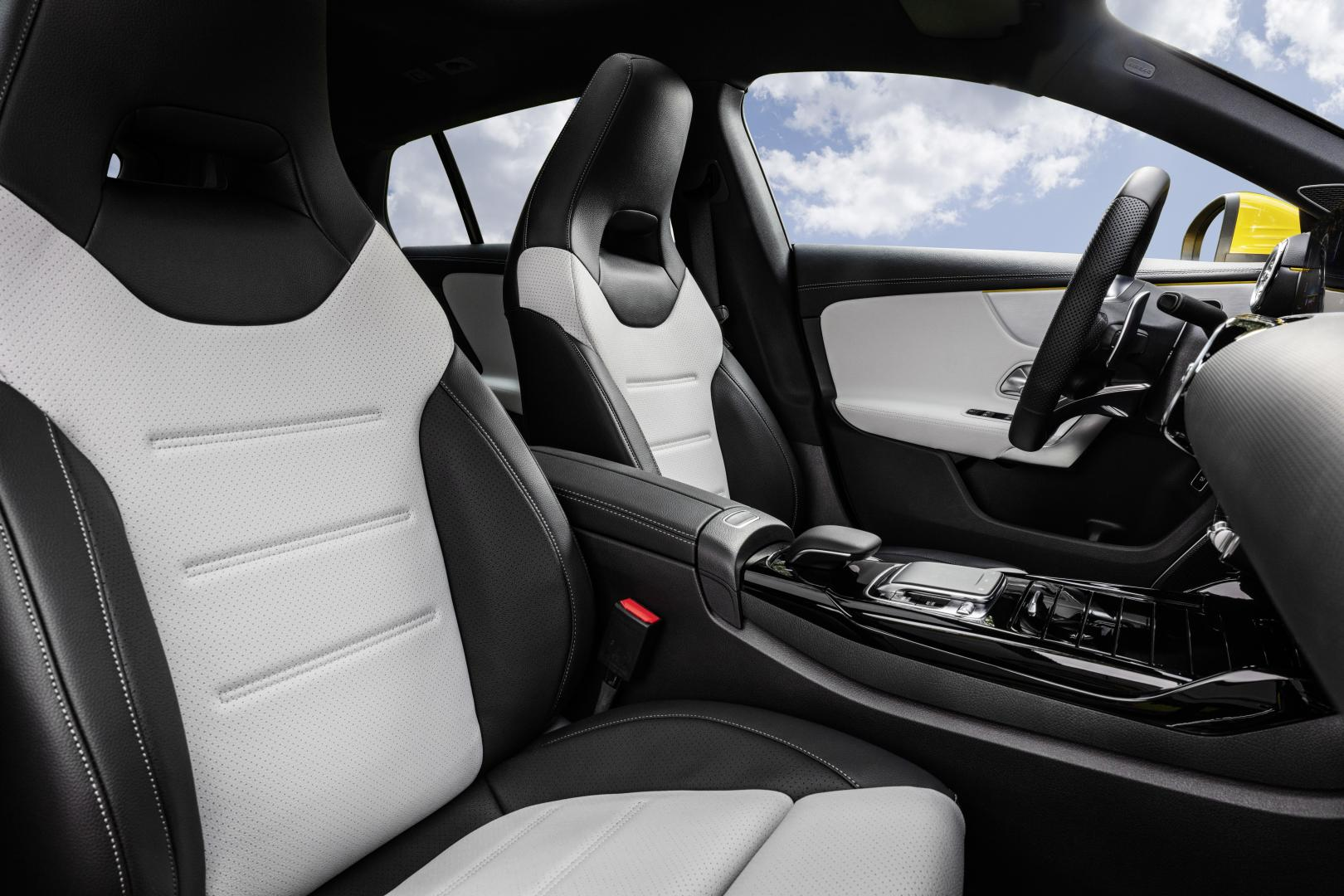 Mercedes-AMG CLA 35 Shooting Brake interieur