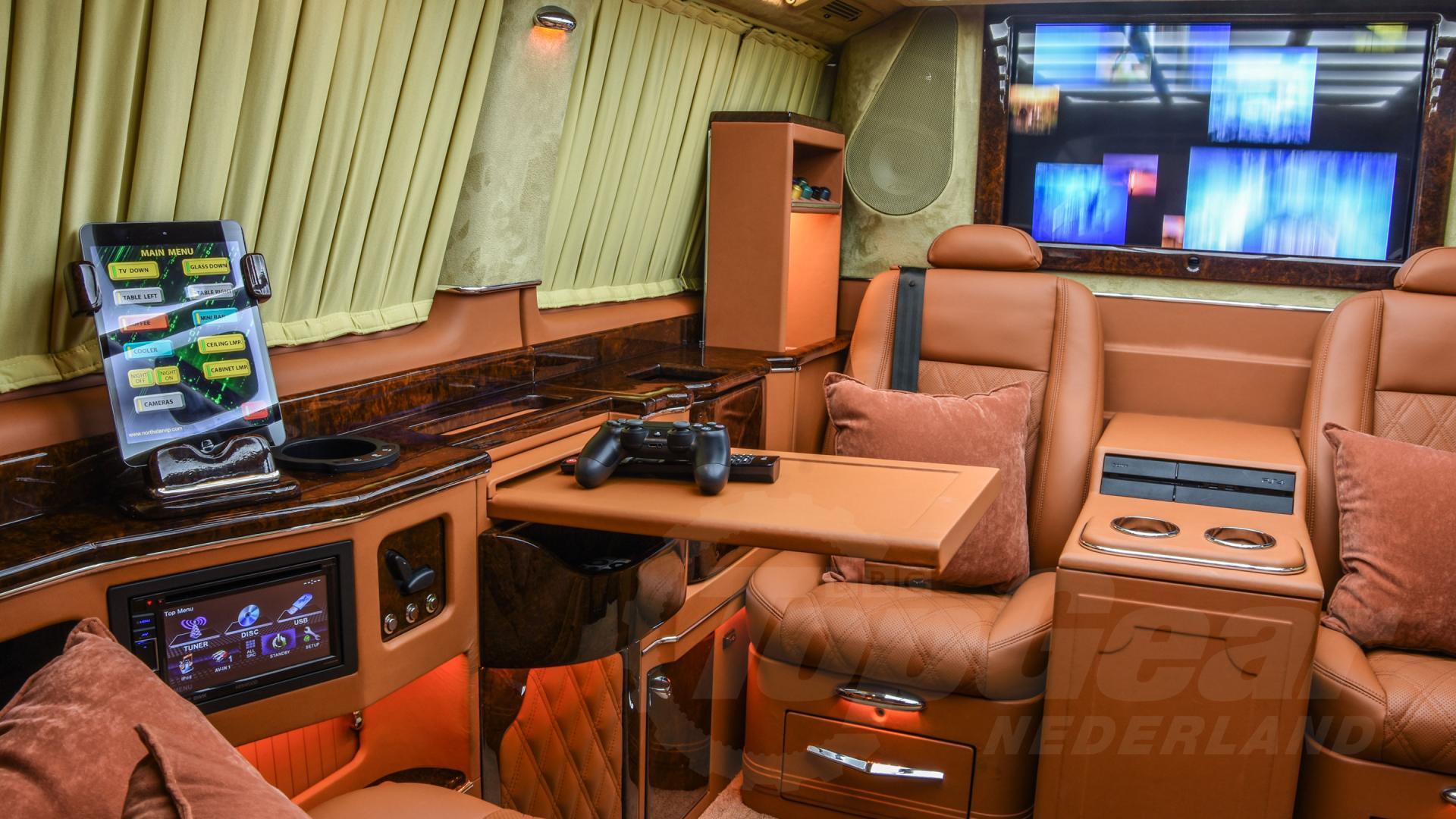 Mercedes V-klasse van Rapper Boef