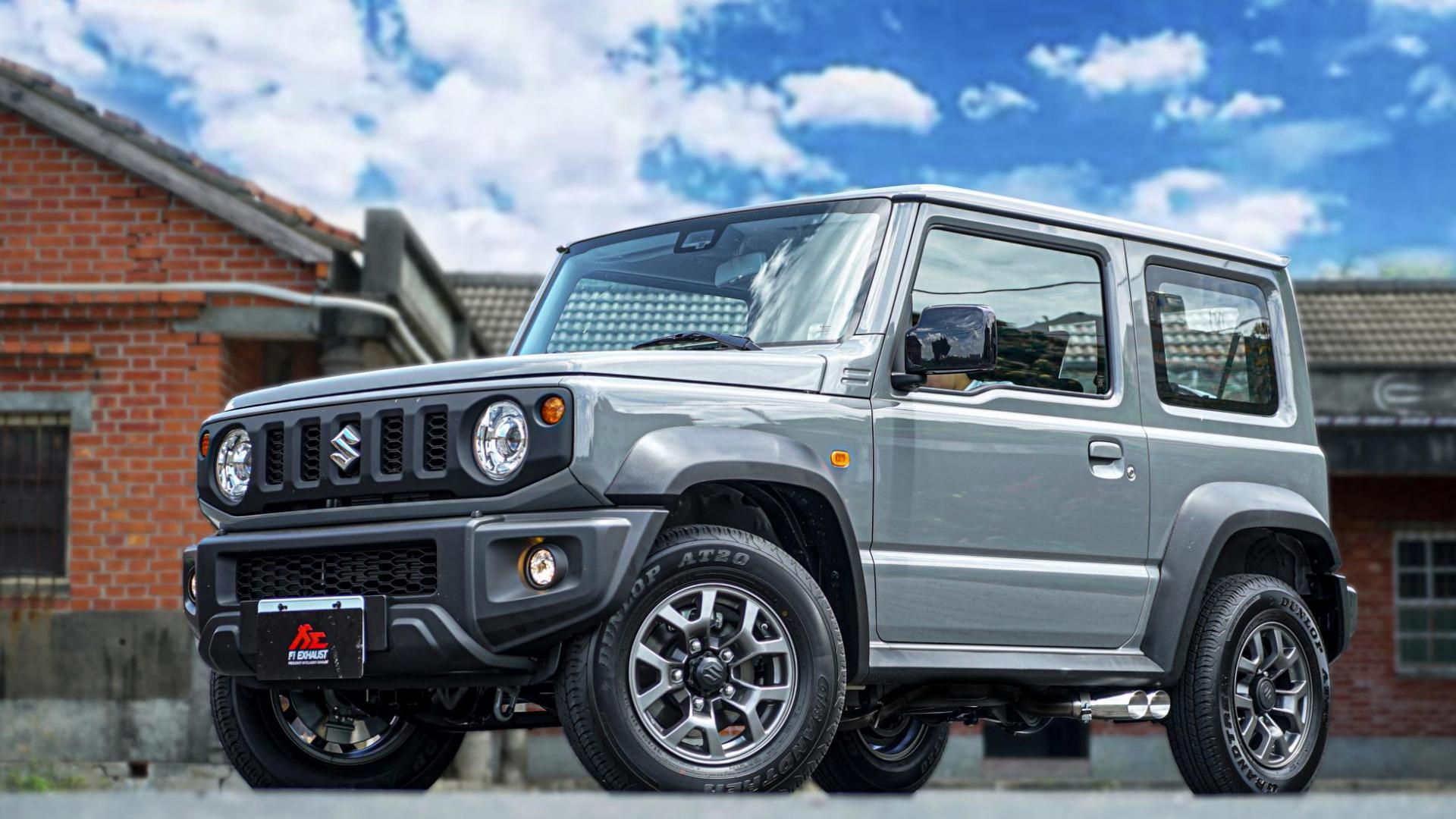 Suzuki Jimny met zij-uitlaten