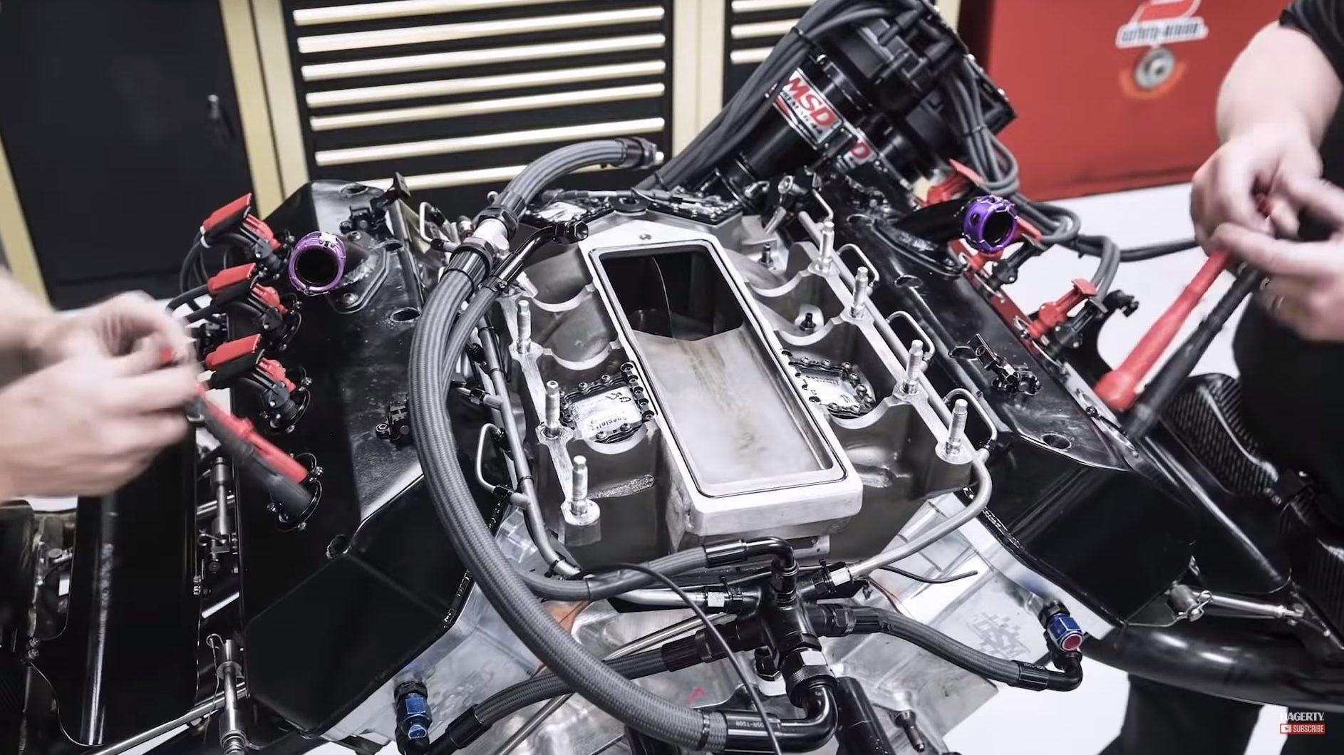 Top Fuel Motor wordt volledig uit elkaar gehaald