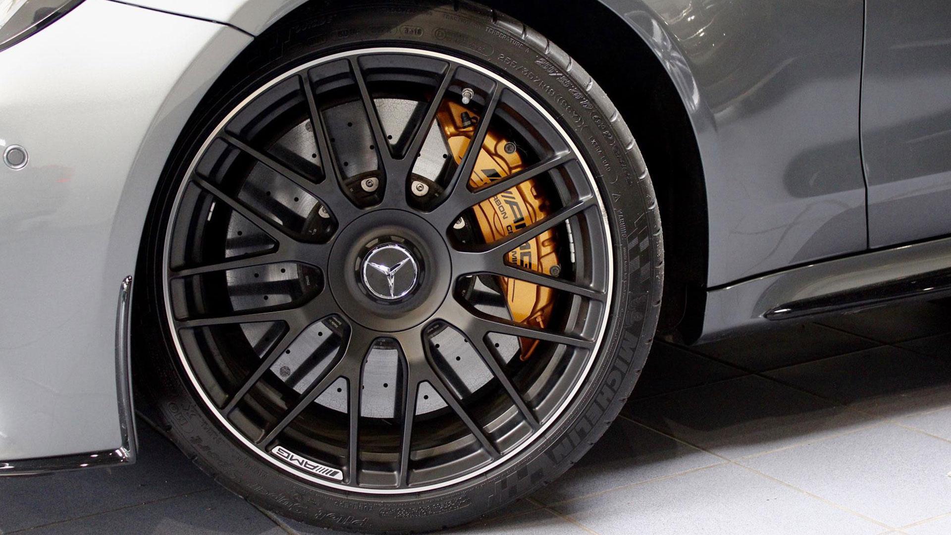 Mercedes van Max Verstappen wielen