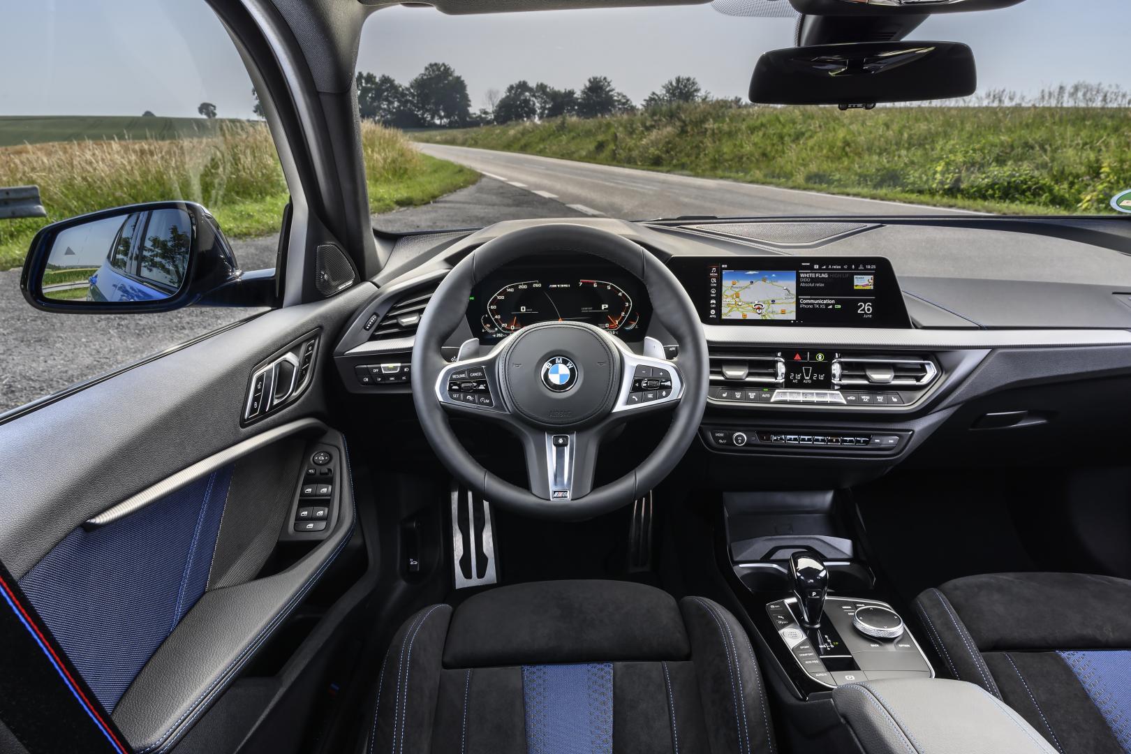 BMW M135i xDrive 2019 interieur dashboard stuur