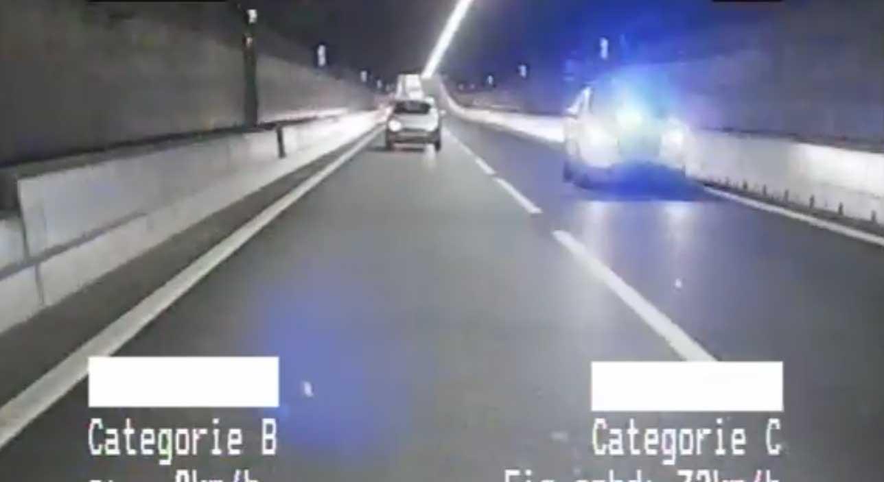 Man racet met illegale zwaailichten door Coentunnel
