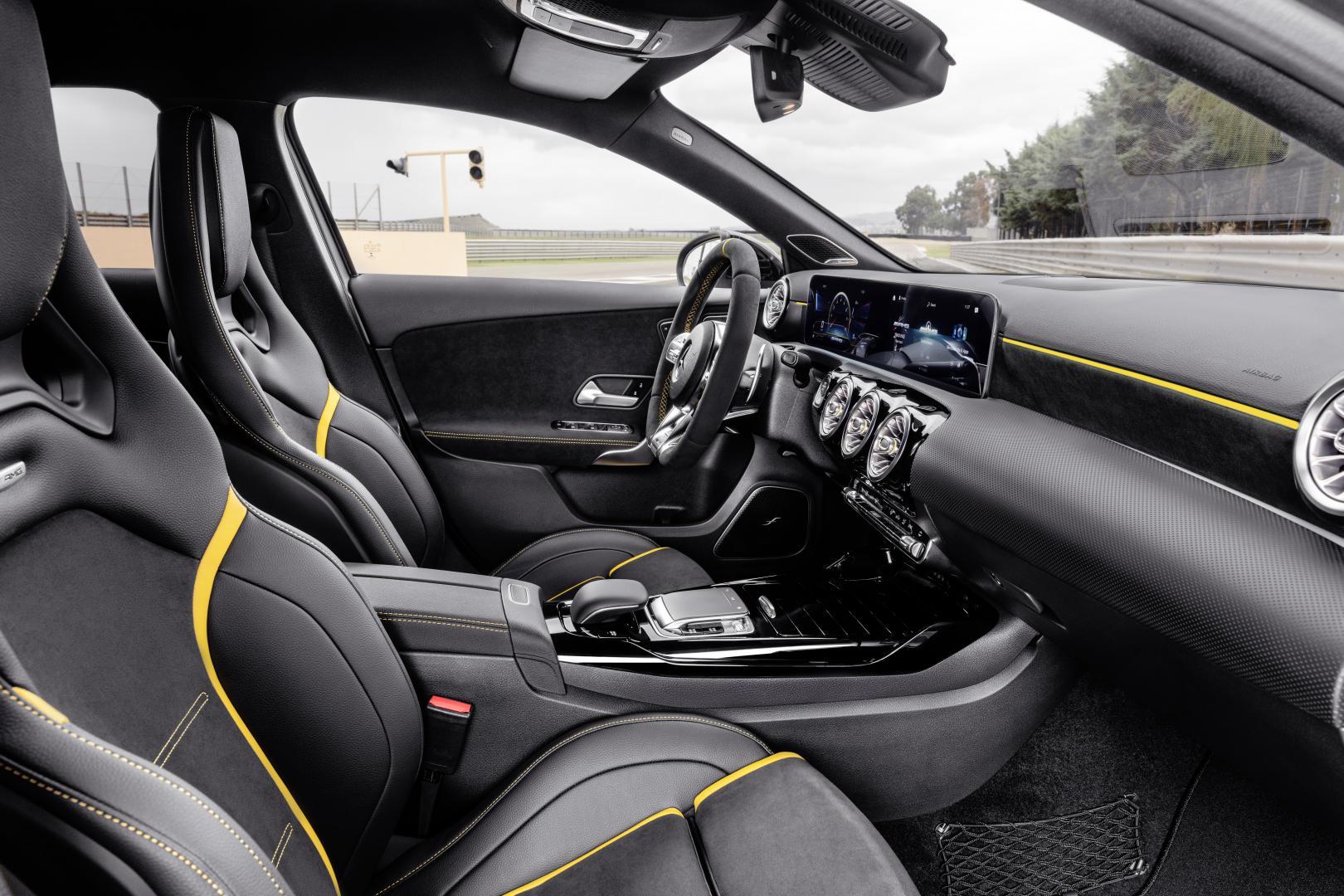 Mercedes-AMG A 45 S interieur