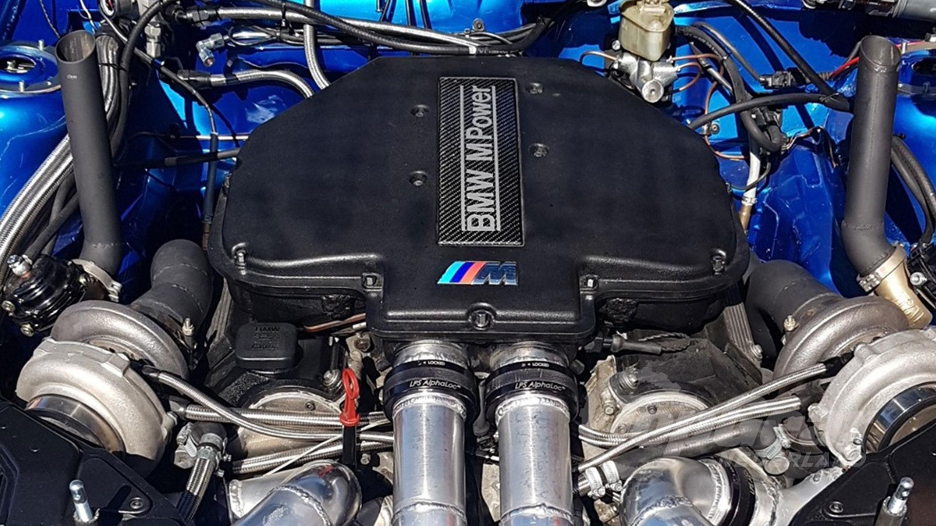 Volvo V40 met BMW V8