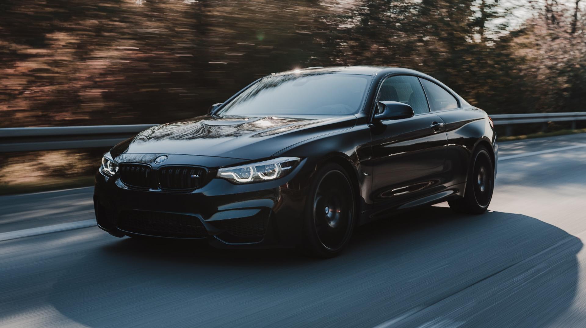 BMW M4 op de Autobahn in Duitsland