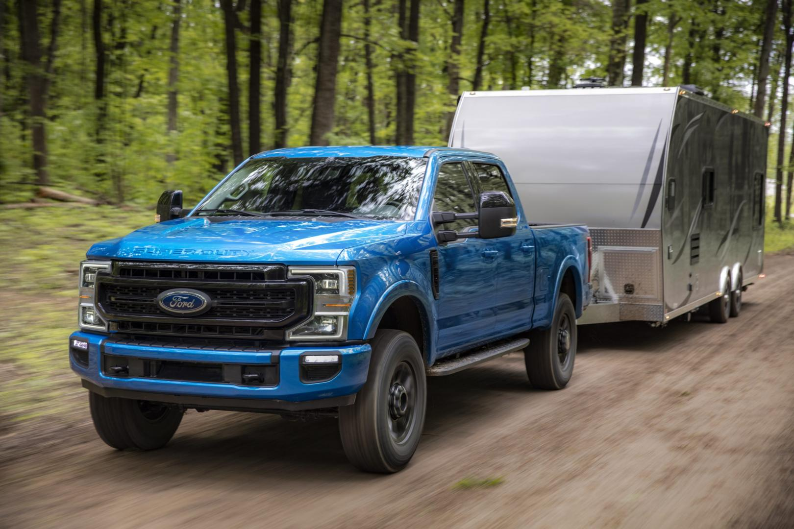 All-New 2020 F-Series Super Duty met trailer