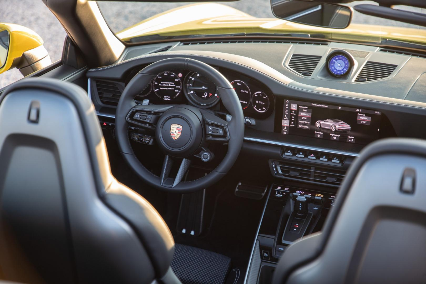 porsche-911-carrera-s-cabrio-interieur-dashboard-2019