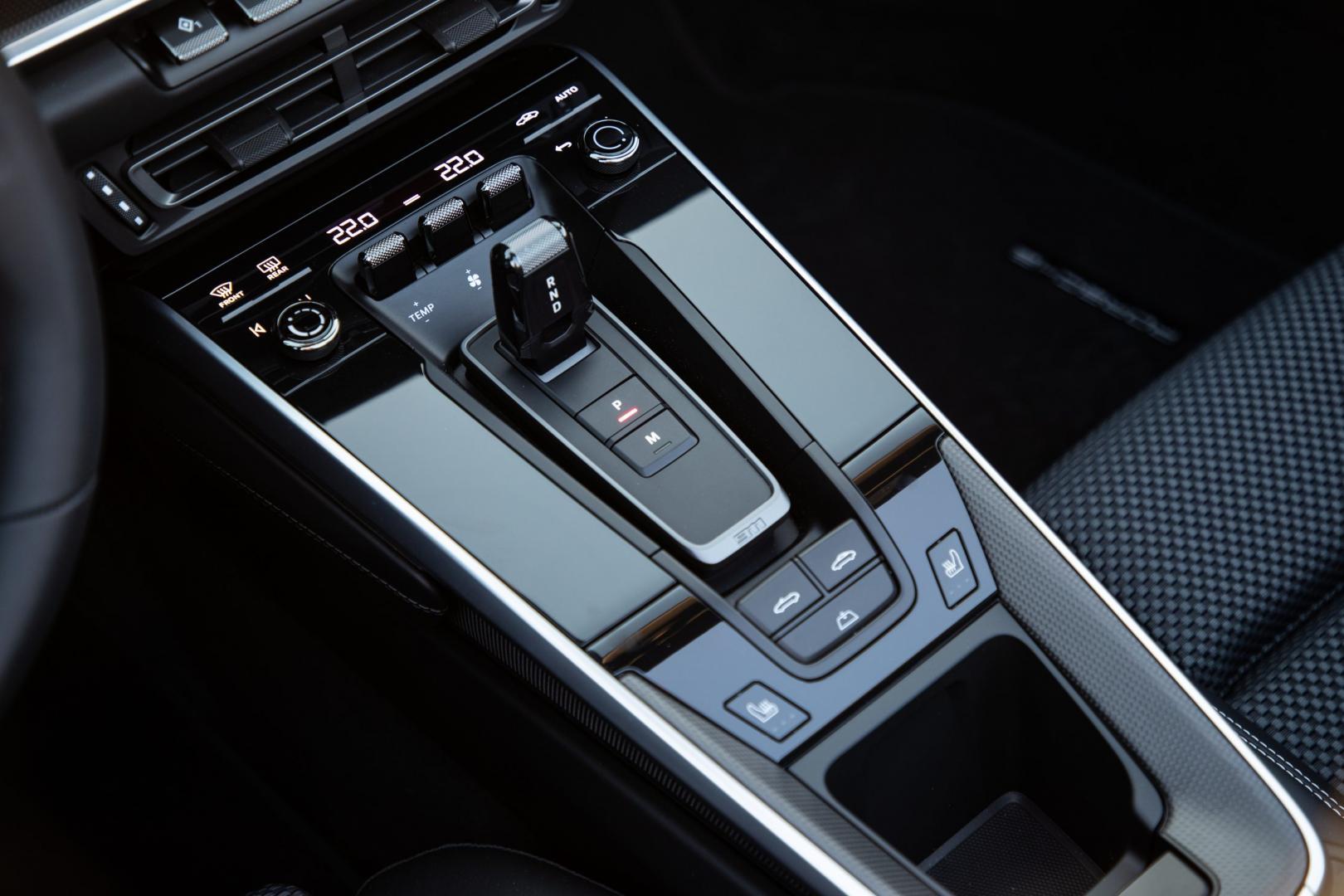porsche-911-carrera-s-cabrio-interieur-pook-2019