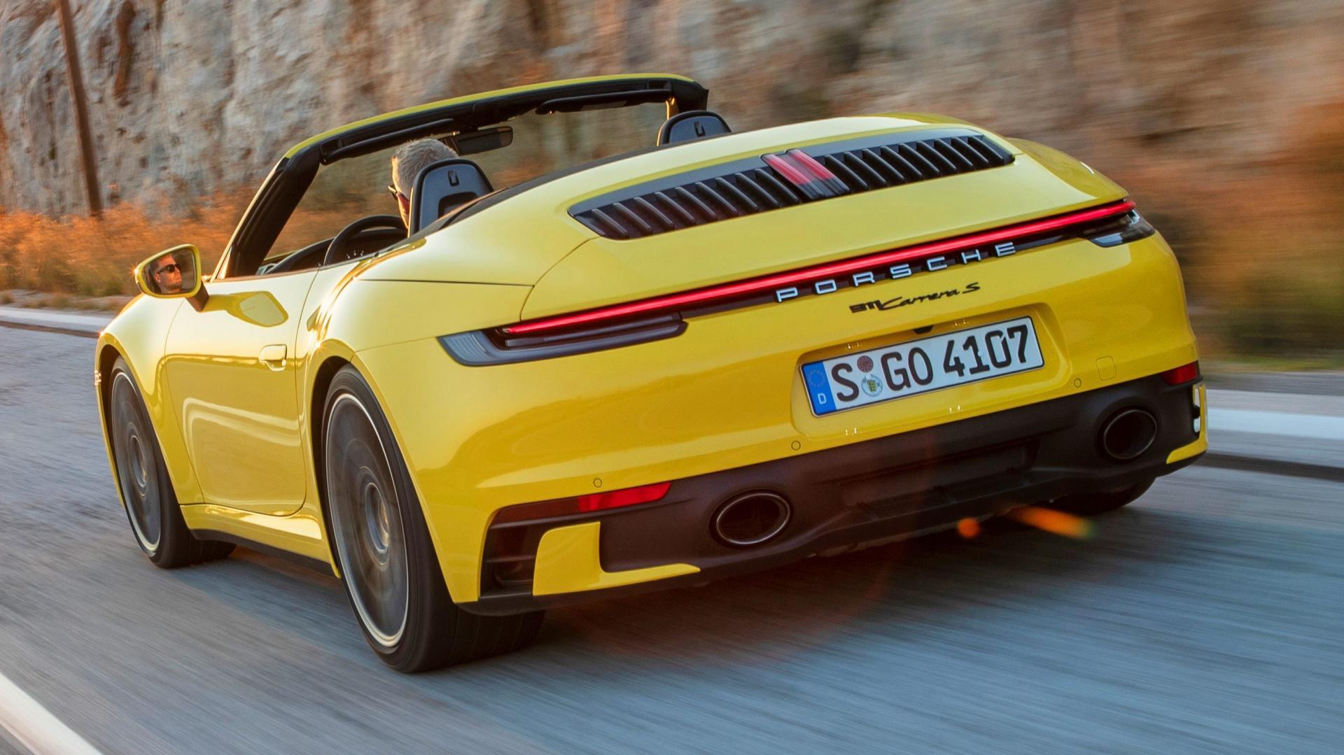 porsche-911-carrera-s-cabrio-rijder-3kwart-achter-2019