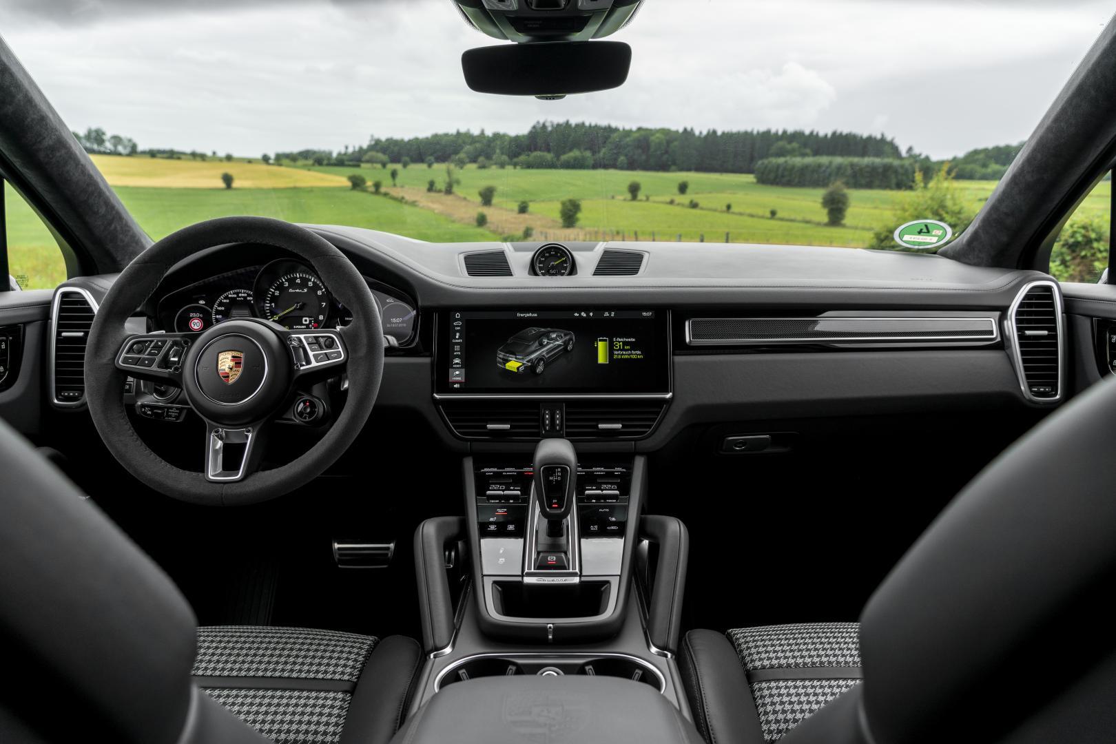 Porsche Cayenne Turbo S E-Hybrid interieur