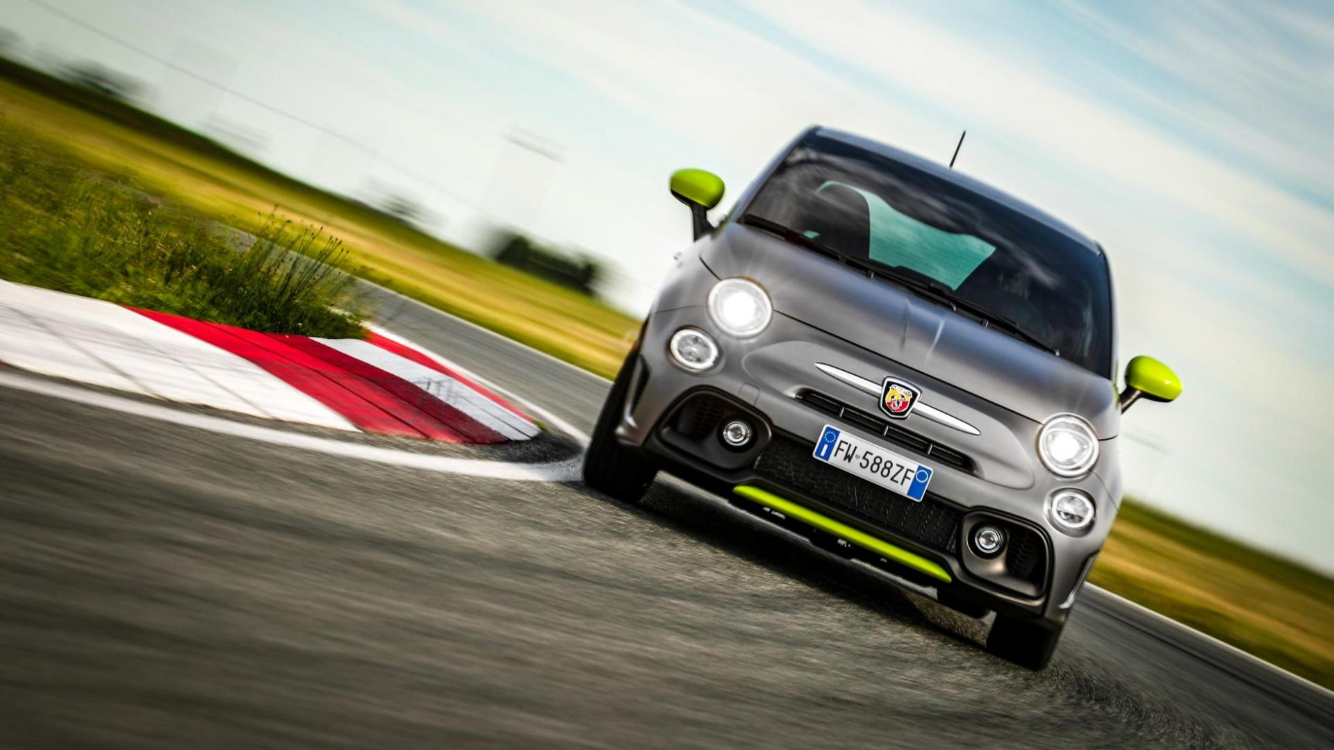 Abarth 595 Pista voor in bocht