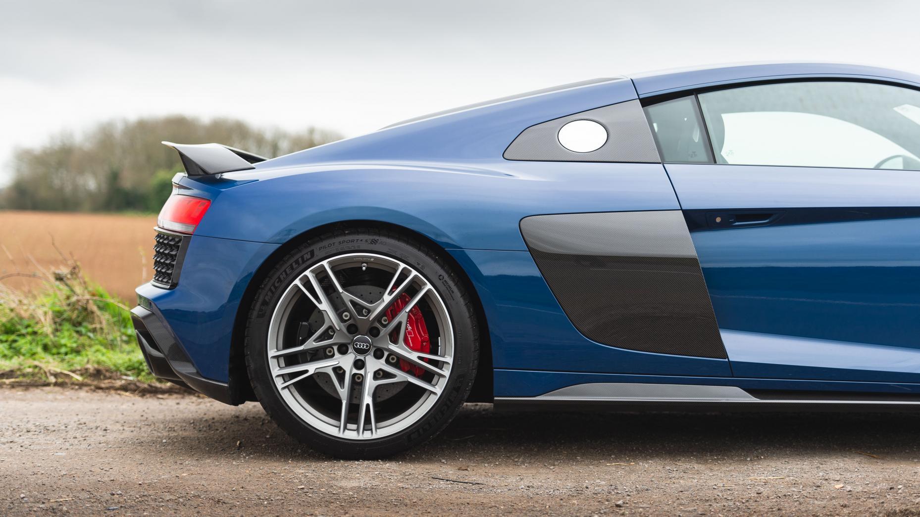 Audi R8 V8 vs V10 V10 linkers achterkant