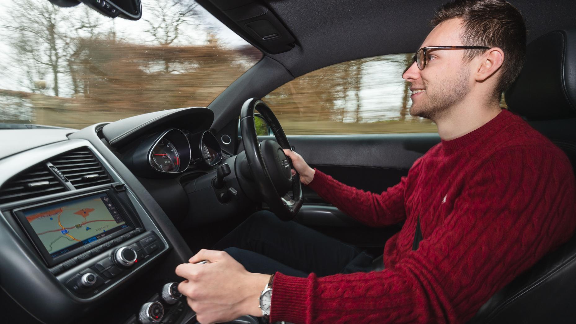 Audi R8 V8 vs V10 bestuurder in Audi R8 V8