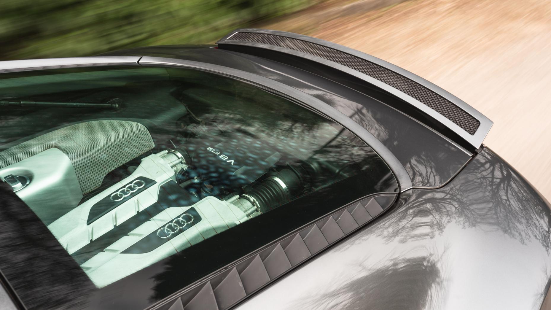 Audi R8 V8 vs V10 motorblok door achterraam V8